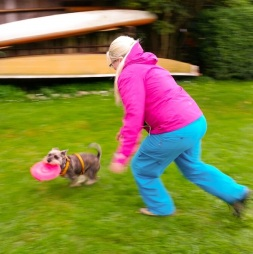 """Janulik and """"Kenny"""" play frisbee!"""