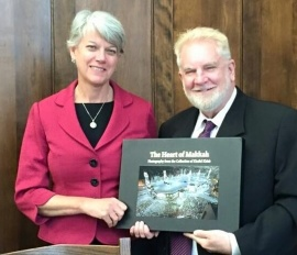 Sam presents Diane Randall, executive director of the Friends National Legislative Committee with a copy of the newly published photo history The Heart of Mekkah by renowned photographer Khalid Khidr. (Click on photos to enlarge.)